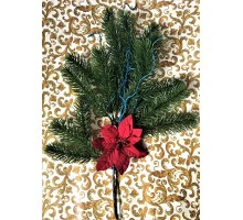 Новогодняя ветка ёлки иней с красным цветком