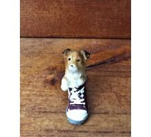 Сувенир собака в бордовом ботинке